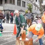 「新春餅つき大会」大賑わい