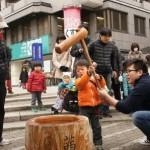 中川「新春餅つき大会」で大賑わい