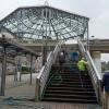 中川駅前歩道橋階段アート準備 おじさん達が頑張って階段の水洗い