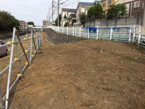10月初旬、業者により草刈り、地面の掘り返し実施