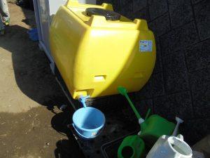 2/4 500リットルの貯水タンクを設置し、散水しました