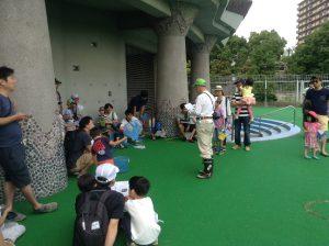 公園プールにたくさんの親子が集まりました