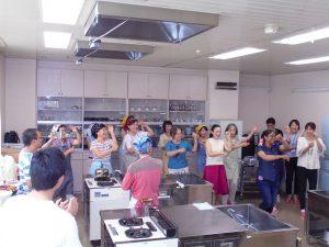 リタさんの指導でティージの踊りを楽しみました
