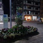 駅前商業地区は華やかな花とイルミネーション